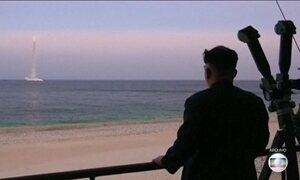 Coreia do Norte lança míssil disparado de submarino