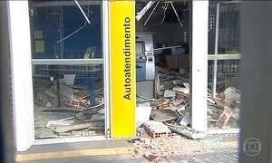 Criminosos explodem dois bancos no interior de São Paulo