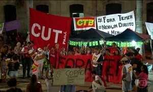 Manifestantes vão às ruas para protestar contra impeachment e Michel Temer