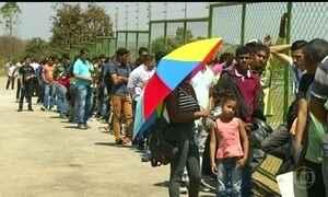 Duas mil pessoas enfrentam fila para concorrer à vaga de emprego em Goiás