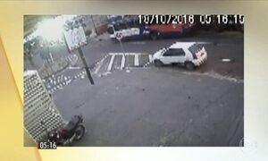 Câmera de segurança registra o atropelamento de um adolescente