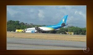 Avião de carga faz pouso forçado no Recife