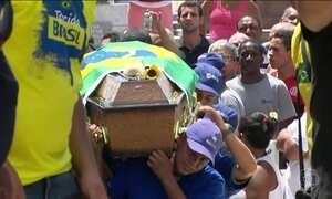 Corpo de Carlos Alberto Torres é enterrado na Zona Norte do Rio de Janeiro