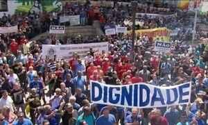 Servidores do RJ protestam contra o pacote de medidas para enfrentar a crise