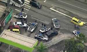 Polícia faz operação para capturar traficantes no RJ