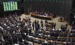 Deputados votam pacote de medidas contra a corrupção e acabam desfigurando projeto