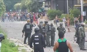Nicolás Maduro diz que forças de segurança prenderam mais de 300 pessoas em protestos