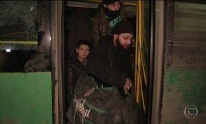 Moradores de Aleppo fogem para outras cidades da Síria