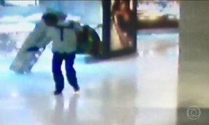 Quadrilha invade shopping e assalta joalheria em São Paulo