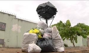 Várias cidades do país começam 2017 com montanhas de lixo pelas ruas