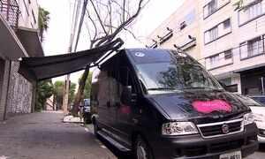 Empresária cria boutique móvel para vender mais roupas
