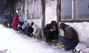 Onda de frio na Europa agrava drama dos refugiados