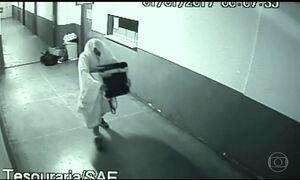 Ex-secretários roubam prefeitura em GO vestidos de fantasmas