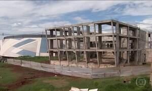 Teatro do interior do Paraná vira obra abandonada