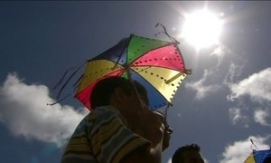 Turistas devem ter cuidado redobrado no calor do NE