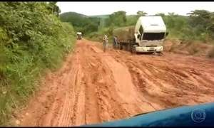 Após chuva, rodovias em Mato Grosso viram lama e prejudicam produtores de soja