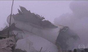Jumbo 747 cargueiro cai ao arremeter durante tentativa de pouso