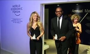 Shakira e Forest Whitaker são homenageados em Davos