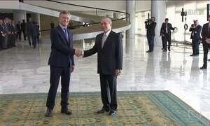 Macri é recebido por Temer em cerimônia no Palácio do Planalto