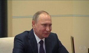 Vladimir Putin assina lei que ameniza penas para casos de violência doméstica