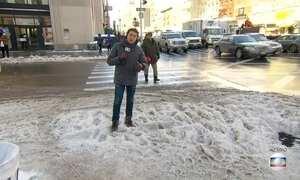 Depois da neve, moradores do nordeste dos EUA começam a retomar a rotina