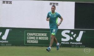 Zagueiro Neto volta à rotina de treinos dois meses depois da tragédia