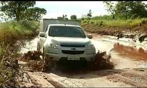 Rodovias malconservadas dificultam transporte na região agrícola do Centro-Oeste