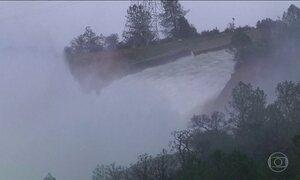 Mais de 180 mil pessoas deixam casas por causa da represa na Califórnia