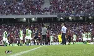 Árbitro impede início de jogo entre Atlético Paranaense e Coritiba