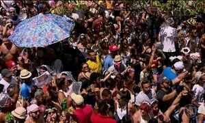 Multidão de foliões em blocos de rua de São Paulo supera expectativas