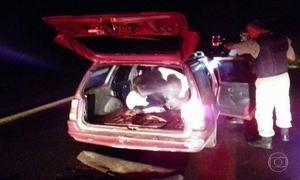 Três homens são presos em flagrante com vaca roubada dentro de um carro