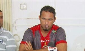 Goleiro Bruno é oficialmente apresentado pelo Boa Esporte