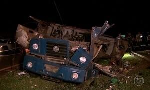 Doze bandidos explodem carro forte e fogem com o dinheiro no interior de SP