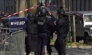 Explosão de carta-bomba no escritório do FMI em Paris fere funcionária