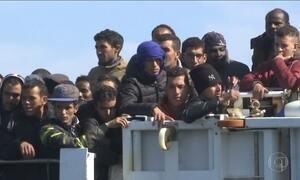 Quase 1.500 imigrantes resgatados no mar chegam à Sicília