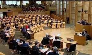 Parlamento escocês vota pedido para negociar novo referendo sobre independência