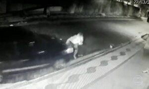 Polícia procura motorista de carro que atropelou moto no interior de SP