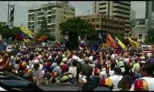 Manifestantes contra o governo de Nicolás Maduro protestam na Venezuela