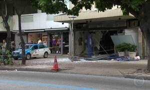 Explosão em banco deixa rastro de destruição em Ipanema