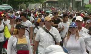 Manifestantes fazem passeata silenciosa na Venezuela