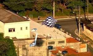 Três balões são flagrados sobrevoando SP na manhã desta segunda (1)