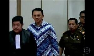 Governador de Jacarta, na Indonésia, é condenado a dois anos de prisão por blasfêmia