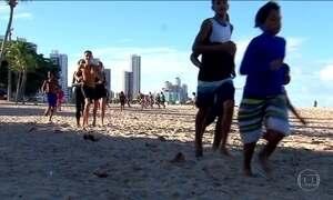 Mecânico e triatleta ajudam crianças pobres em provas do triatlo, no Recife
