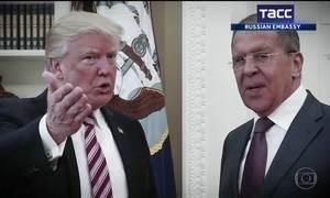 Trump revelou informações secretas aos russos, dizem jornais americanos