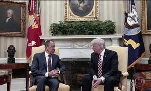 Suspeitas de relação imprópria entre equipe presidencial e os russos chegam ao Trump