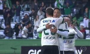 Coritiba goleia Atlético-GO na estreia no Brasileirão