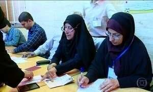 Iranianos vão às urnas para as eleições presidenciais