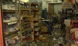 Assaltantes arrombam e saqueiam 14 lojas no Centro do Rio