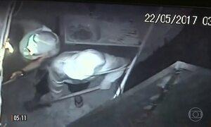 Câmeras de segurança registram arrastão em lojas de comércio do centro do RJ