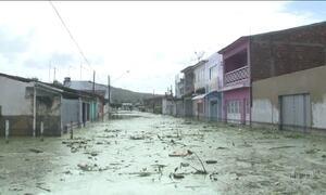 Mais de mil pessoas abandonam as casas por causa da chuva em AL